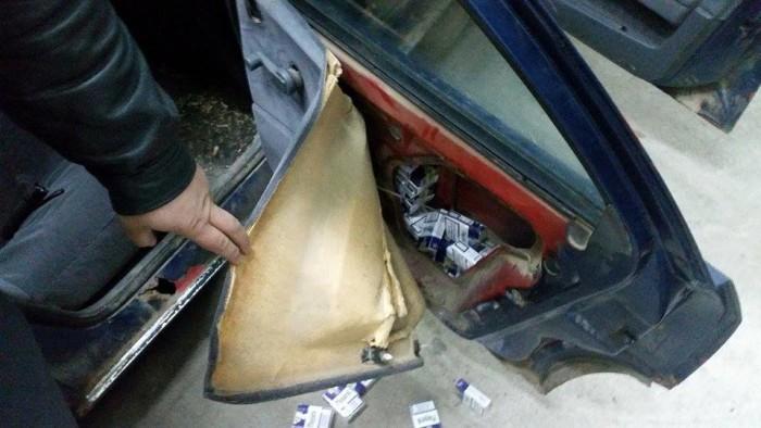 Cum fac MAGHIARII contrabandă cu ţigări, folosind maşini înmatriculate în România