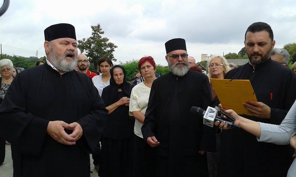 REVOLTĂTOR. PREOȚII ortodocși, AMUZAȚI de LINȘAREA VERBALĂ la care a fost supus un SĂTMĂREAN (VIDEO)