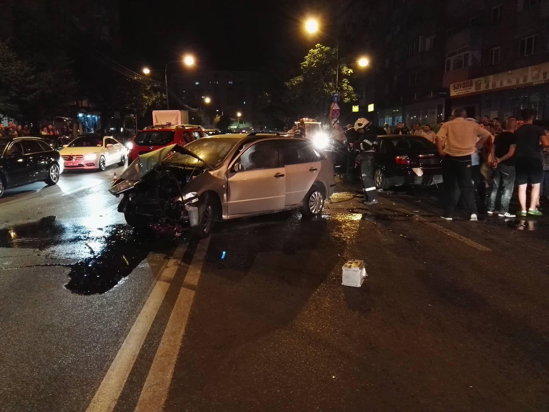 Accident în fața magazinului Billa din Satu Mare. Un autoturism a luat foc