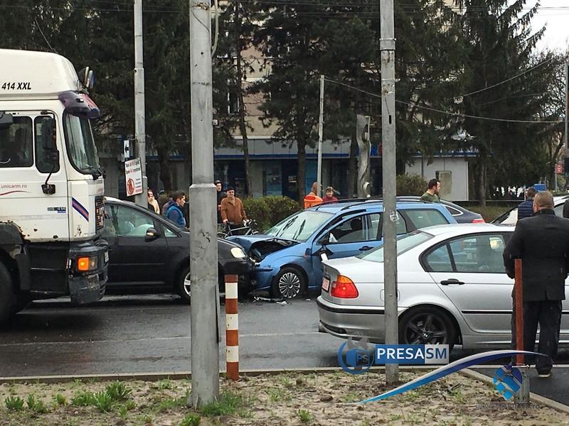 Accident la sensul giratoriu de la Crinul