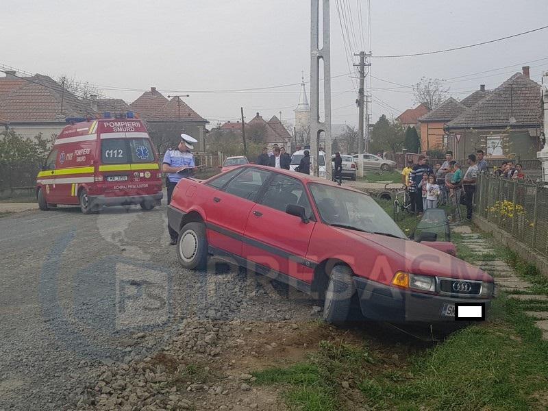 O mașină a ajuns în șanț