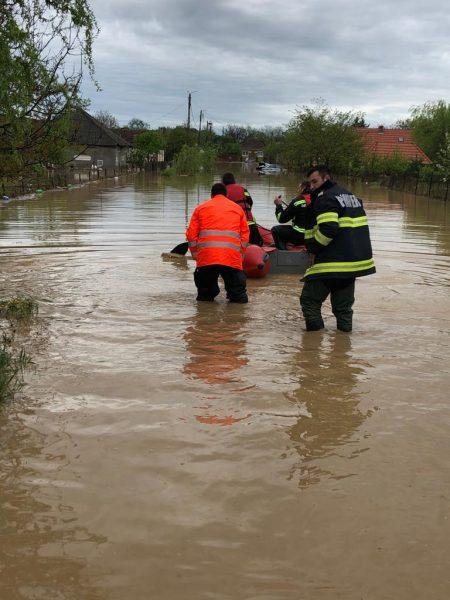 Sătmăreni evacuați din calea inundațiilor